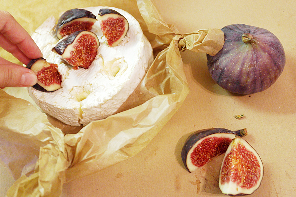 Fig baked Camembert